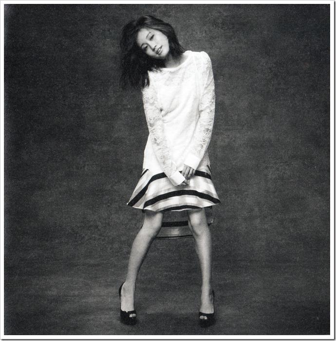 Maeda Atsuko Selfish album type B booklet (6)