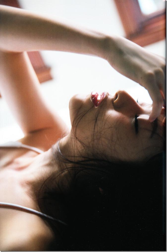矢島舞美写真集ひとりの季節 (70)