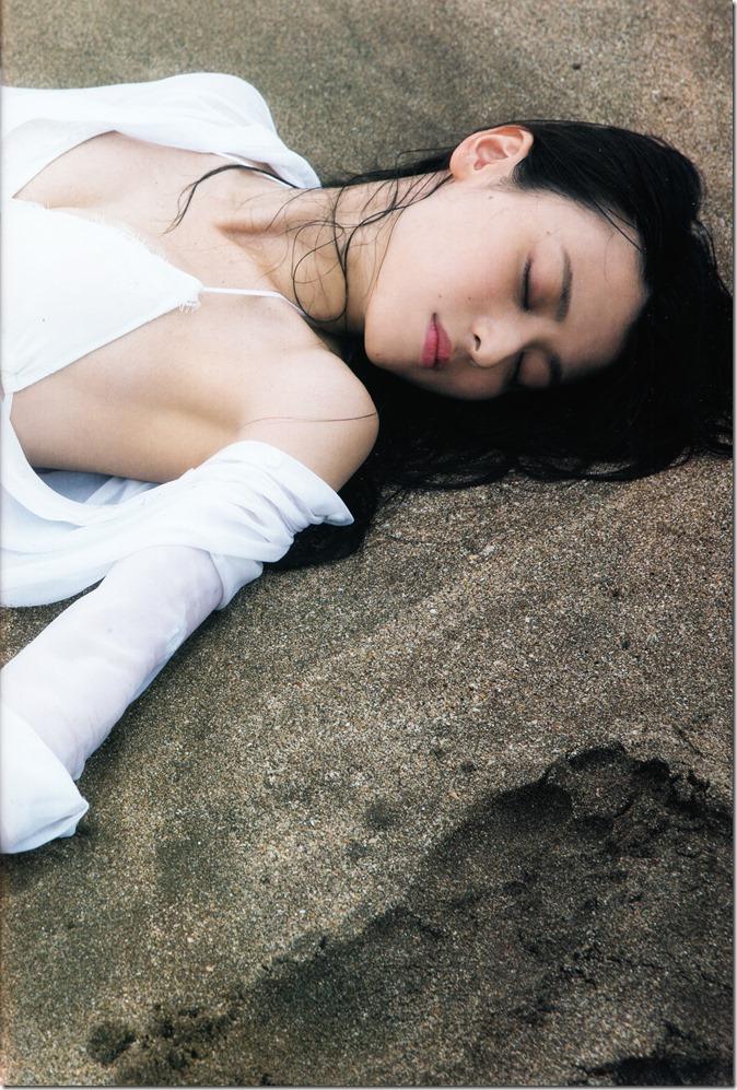 矢島舞美写真集ひとりの季節 (9)